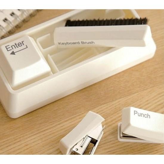 拯救凌亂桌面 上班族必備 鍵盤造型4合1文具組 迷你鍵盤訂書機 釘書機 創意打孔機 迴紋針吸鐵器 鍵盤清潔刷 辦公室小物